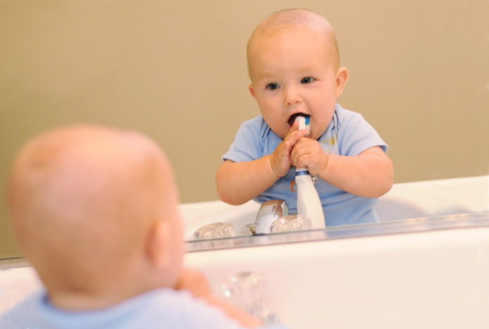 Child cleans teeth